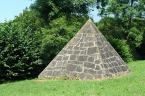 """Antoni Dziuban """"Międzybrodzie cd"""" (2010-07-22 10:23:47) komentarzy: 12, ostatni: Co do ujęcia - jeśli piramida ma 3 metry wysokości, to zdjęcie nie oddaje tego dobrze. Stałeś na wzgórku, czy też jesteś taki wysoki? :{)"""