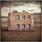 """klimat """""""" (2010-08-05 00:00:50) komentarzy: 11, ostatni: w szarym pejzażu,szara betonowa elewacja,bardzo dobra praca."""