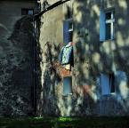 """Andrzej Klauza """"wietrzenie"""" (2010-08-22 19:12:19) komentarzy: 4, ostatni: Urokliwe. Dla mojego oka za duzo góry o gzyms i powyżej"""