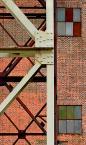 """macieknowak """"Kompozycja industrialna"""" (2010-08-29 00:52:44) komentarzy: 1, ostatni: kadr również fajny ale poprzedni był bardziej intrygujący (kolory), zdałoby się odrobinę większe"""
