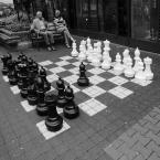 """Zeny """"Szachy"""" (2010-09-30 17:36:10) komentarzy: 71, ostatni: Tomek_foto[ 2011-04-08 16:27:21 ] Panowie na ławeczce chyba to właśnie ustalają... :D"""