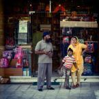 """paweljg """"***"""" (2010-10-07 23:54:37) komentarzy: 2, ostatni: tradycja na głowie czyli turbany, a amerykanizacja młodzieży w tle. Plecaczki z hitami z kreskówek, żadnego ali baby ani sindbada"""