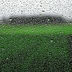 """pointofview """"ostatni"""" (2010-11-26 23:31:30) komentarzy: 7, ostatni: ... mhm - mokra szyba samochodu (boczna) a za nią pole z oziminą. :)"""