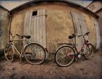 """Adam Pol """"Dwa rowery  tyłem stały-pewnie obrażone były:)"""" (2010-11-27 21:22:48) komentarzy: 20, ostatni: fajny klimat :)"""