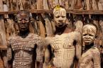 """Cezary Filew """"Szkieletów Ludy"""" (2011-03-13 18:09:09) komentarzy: 36, ostatni: Dobrze wpisali się kolorystycznie w tło...ciekawe struktury, faktury ciała i drewna."""