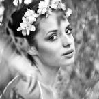 """Jowitaa """"w magicznym ogrodzie..."""" (2011-03-28 17:33:22) komentarzy: 8, ostatni: uwielbiam zapach jaśminu....magiczny portret w magicznym ogrodzie, bardzo na tak"""