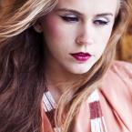 """Jowitaa """"Sylwia"""" (2011-07-06 18:26:52) komentarzy: 3, ostatni: Ciekawa twarz w b dobrej stylizacji. No i te kolory!"""