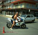 """JarekZ-68 """"... fotograf mobilny ..."""" (2011-07-15 10:41:24) komentarzy: 19, ostatni: fajne malowanie motoru"""