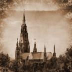 """Rickey """"Kościół..."""" (2011-08-31 21:55:37) komentarzy: 12, ostatni: Ja też sprawdziłem. Mam wrażenie, że jednak leci nieco w lewo - świadczyć o tym może to, że pozioma linia tworzona przez jaśniejszy dach między wieżami jest minimalnie krzywa. Być może pogłębia to gradacja wysokości obiektów po prawej..."""
