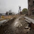 """Nickita """"..."""" (2011-10-09 11:30:49) komentarzy: 3, ostatni: to rzeczywiście dziwnie może wyglądać ta szklana nowoczesność i sypiące się budynki dawnej kopalni, myślałem, że w tym projekcie właśnie o to chodzi aby podlgały renowacji i służyły nowym celom"""