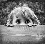 """JuanitaCh """"Podglądaczka dorosłych."""" (2011-11-01 19:33:18) komentarzy: 17, ostatni: fajny opis, fajne zdjęcie, ciekawskie spojrzenie!!!"""