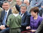 """Grzegorz Krzyzewski """"Apel Poległych"""" (2012-07-31 23:24:18) komentarzy: 4, ostatni: Dziecko pokazało mu swoje dyktando z oceną BDB ;)"""