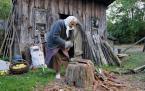 """lelo999 """"..."""" (2012-09-29 13:34:42) komentarzy: 9, ostatni: Leciwa Zosia- samosia :) Moja Babcia też do ostatnich swoich dni chodziła, robiła... czuła, że żyje. Często bywa tak, że ludzie starsi po prostu nie potrafią inaczej i nie chcą wyręki :)"""