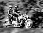 """halcia007 """"na motorze"""" (2012-10-05 07:26:03) komentarzy: 7, ostatni: wiem, ze ostrości brakuje - ale fajna parka, więc wstawiłam:)"""