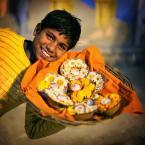 """Meller """"Kwiaciarz z Varanasii"""" (2012-11-13 23:14:58) komentarzy: 12, ostatni: świetne!!! fajnie w kadrze :) i tyyyle pozytywnej energii!"""