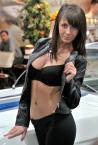"""tryksa """"targowe atrakcje"""" (2013-03-30 19:51:00) komentarzy: 23, ostatni: niezbyt korzystnie pokazana modelka... Myślę, ze brzuszek jej się na zdjęciu nie spodoba :)"""