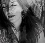 """Goodnight """". . ."""" (2013-04-24 13:34:56) komentarzy: 4, ostatni: Długie czarne warkocze więzione w twej dłoni, W złocie jaskrów zerwanych u leśnej krynicy. Roje białych motyli - sznur kwietnych jabłoni - Pierwszy urok upojny dziewiczej świetlicy.  Do twych kolan się dusza rozmodlona kłoni, Śpiewając ci..."""