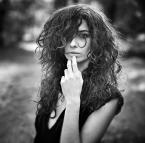 """noirfoto """""""" (2013-11-19 20:11:55) komentarzy: 11, ostatni: blur i włosy jak miotła (czytaj przeostrzone) niefajne, poza tym ładny portret i urocza pani"""
