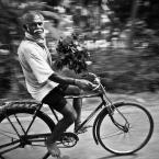 """wizental """""""" (2014-02-22 19:58:49) komentarzy: 3, ostatni: elegancki, przystojny, i umie jeździć na rowerze ... Iden ?? ;-) Fajne ujęcie"""