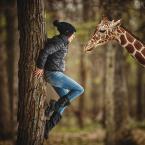 """adamix69 """"..."""" (2014-05-06 01:34:58) komentarzy: 3, ostatni: Jestem pod wrażeniem tego obrazu - zimowe ciuszki modelki, ciepłoluba żyrafka, a grawitacja... niech już pozostanie tajemnicą... :)"""