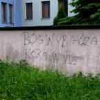 """miastokielce """"Ul. Targowa; Kielce"""" (2014-06-05 21:29:58) komentarzy: 3, ostatni: bo to musi być czeska korona, a jak wiadomo Czesi to ateiści :)"""