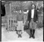 """Granny Potter """"Sąsiedzi"""" (2014-10-19 20:49:33) komentarzy: 23, ostatni: Świetnie ujęte w kadr, kawał historii fotografii i nie tylko..."""