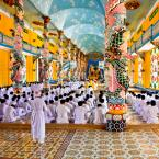 """superzocha """"w świątyni Cao Dai"""" (2016-03-16 11:02:41) komentarzy: 5, ostatni: Arcyciekawe miejsce i to bogactwo kolorów..."""