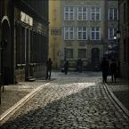 """papajedi """"Gdańsk - zaułki"""" (2017-05-15 12:41:45) komentarzy: 1, ostatni: Znakomicie w światłach i cieniach... :)"""