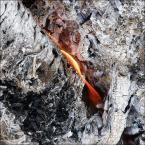 """Yani """"...jeszcze się tli"""" (2018-09-09 00:17:53) komentarzy: 5, ostatni: lubię patrzeć na ogień pląsajacy w kominku. W górach, w bacówce mam go na co dzień i każdego dnia inaczej igra.Hipnotyzuje słodko:)"""
